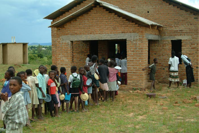 Children awaiting food from Breedlove Foods.